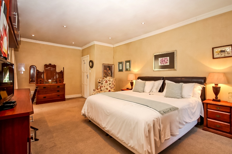Waterfall Suite - Greenwood Villa Pinelands B&B